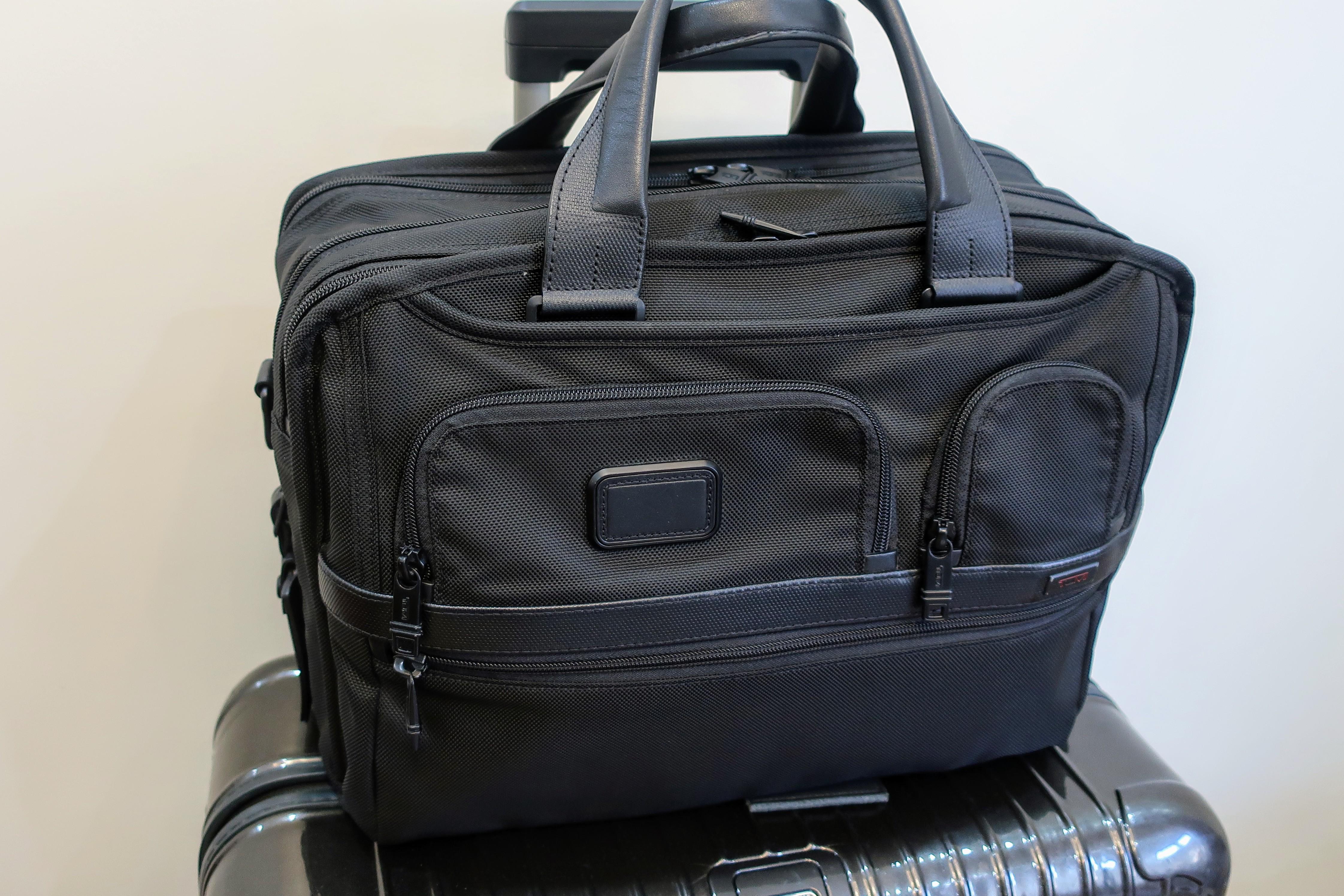 TUMIのエクスパンダブルブリーフバッグ