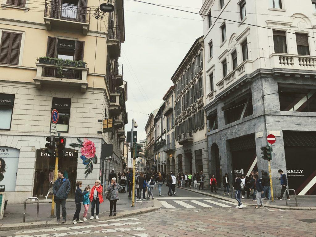 モンテナポレオーレ通り